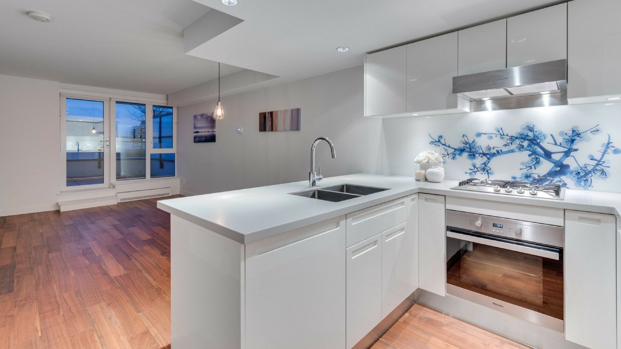 Gas town condo for sale by Vancouvers top realtor leo wilk